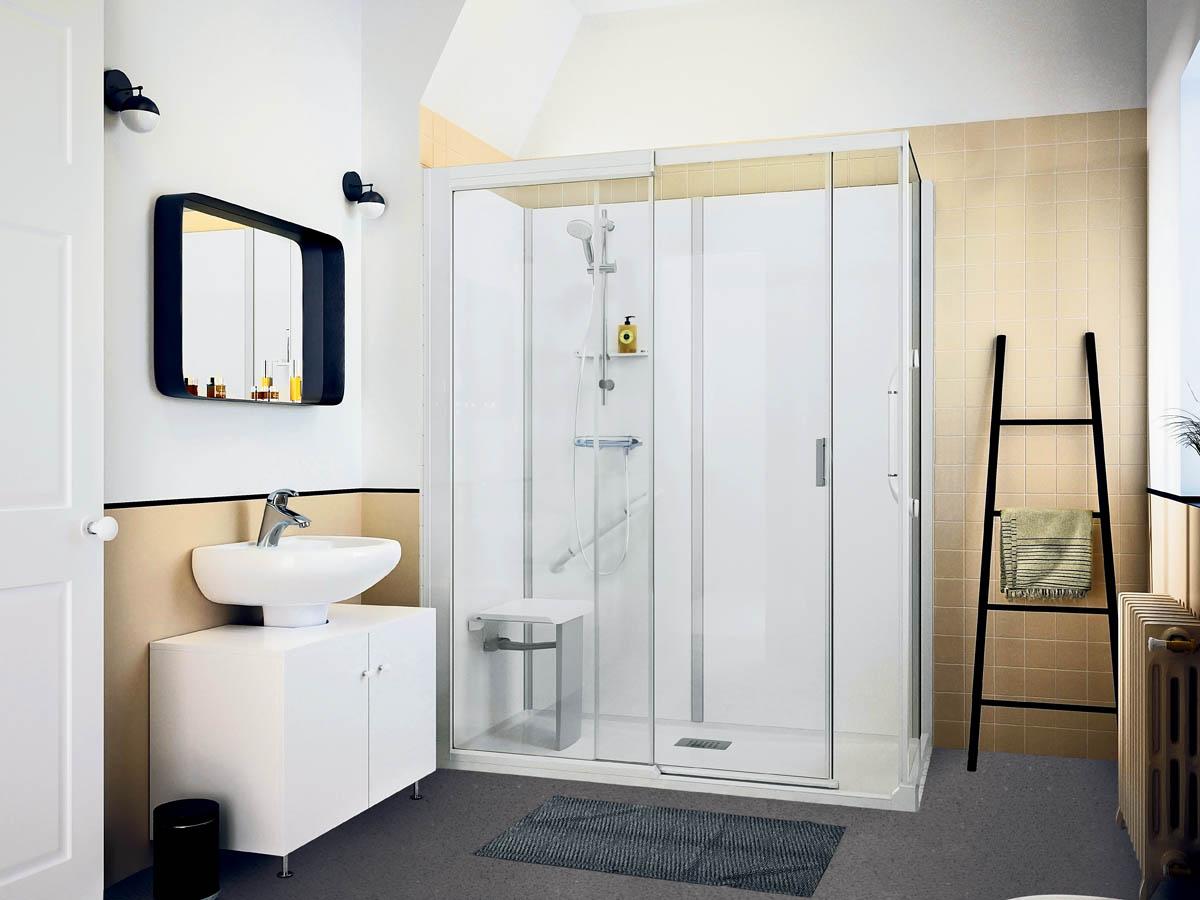 Na: een ruime en comfortabele douchecabine, voorzien van uitklapbaar zitje en wandgrepen